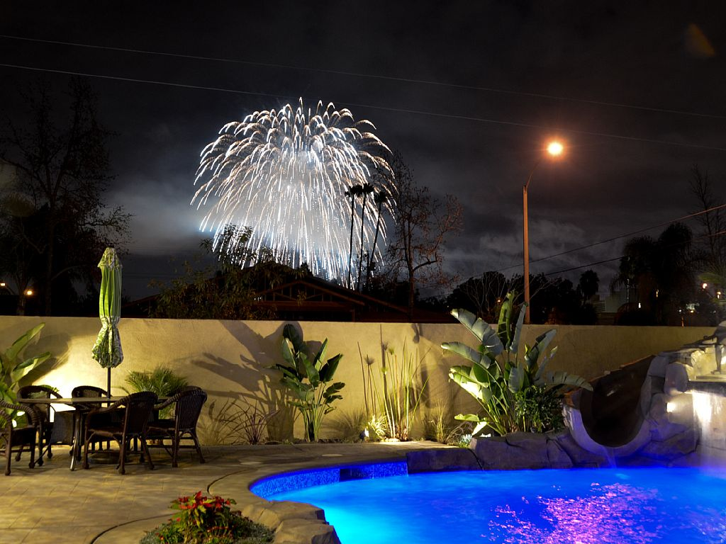 5 BR 6 BA + Loft, See fireworks from backyard!
